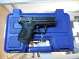 SMITH AND WESSON S&W M&P 40 COMPACT .40 W/ NIGHTS SIGHTS + 3 MAGS AS NEW - 3 of 5