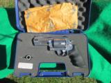 SMITH & WESSON 500 4 INCH BARREL REVOLVERS&W WITH AMMO