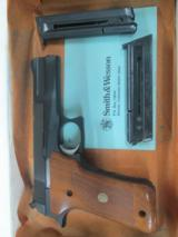 SMITH & WESSON MODEL 422 .22LR SEMI AUTO 41/2 INCH BARREL BLUED WITH BOX AND PAPERS