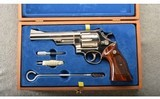 Smith & Wesson ~ Model 57 No Dash ~ .41 Magnum ~ Like new in case.