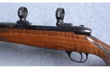 Weatherby ~ Mark V Deluxe ~ .300 Weatherby Magnum - 8 of 10
