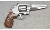 Smith & Wesson ~ 627-5 Performance Center ~ .357 Magnum