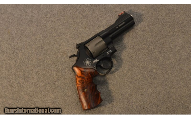 Smith & Wesson 329PD Airlite  44 Magnum