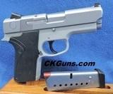 Smith & Wesson Mdl. 4053, Ca. .40 S&W. Ser. VDV37XX. MINT!!