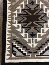 Authentic Navajo Two Grey Hills Rug - 5 of 8