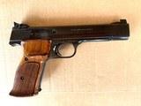 S&W Model 41 - Custom Shop - Near Mint ! 22 caliber