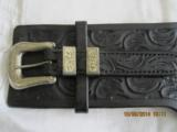 GUN BELT WITH TWO HOLSTERS - 1 of 5