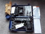Beretta 96A1 Brand New / 40 S&W - 1 of 2