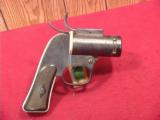 US WWII EUREKA VACUUM CLEANER CO. AN-M8 FLARE PISTOL