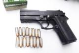 Taurus 9mm PT911 Lightweight Compact Beretta 92 Vertec type 16 Shot Rail 2 Magazines PT-911 191104115- 1 of 7