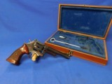 Smith & Wesson 27-2 357 Mag 6in Checkered Top wood display 1973