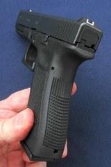 Used Glock 17 gen3 - 8 of 8
