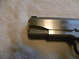 Colt 1911 Custom Combat Commander 45 match. stainless steel. - 17 of 20