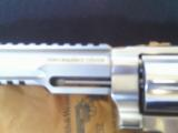 Smith & Wesson Performance Center 460XVR SS 12 - 2 of 12