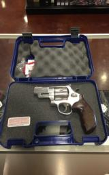SMITH & WESSON 629 DELUXE .44 - 1 of 7