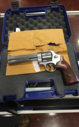 SMITH & WESSON 629 DELUXE .44