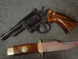 Smith & Wesson 19-3,Texas Rangers Commemorative,with matching serial # knife,1973,357 Mag 4