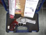 Smith & Wesson 686-6,fully engraved by Flannery,polished stainless,custom Rosewood grips,4