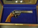 Smith & Wesson 586 no dash,Cleveland Police Dept.Comm.,24K engraved,wood grips,glass & wood pres.case,1986,#460 of 500-awesome - 1 of 15