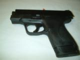 Smith & Wesson M&P40 Shield - 2 of 5