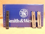 Smith & Wesson SW22 Victory Threaded Barrel 10201 - 16 of 16