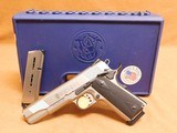 Smith & Wesson Model 1911 (.45 ACP, Satin Stainless, 108282)