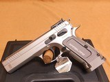 SAR USA K-12 Sport (Stainless Steel, Gray Grips, 17+1, 4.7-inch) K12STSP