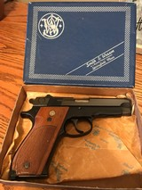Smith and Wesson 39-2 (orig box, x mag)