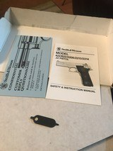 Smith and Wesson 422 (orig box) - 5 of 10