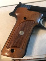 Smith and Wesson 422 (orig box) - 3 of 10