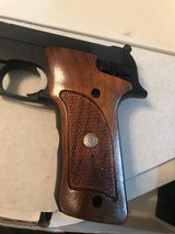 Smith and Wesson 422 (orig box) - 4 of 10