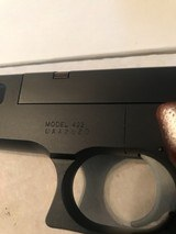 Smith and Wesson 422 (orig box) - 2 of 10