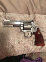 Smith and Wesson 686 (4 in, stainless)
