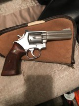 Smith and Wesson 686 (4 in, targets)