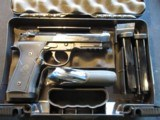 Beretta 92X 9mm 17x3 mags, new in case J92FR921