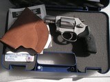 SMITH & WESSONMODEL 637 CALIBER .38 SPL. AIRWEIGHT LIKE NEW IN THE ORIGINAL CASE - 2 of 19