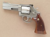 Smith & Wesson Model 686 Distinguished Combat Magnum, Cal. .357 Magnum, 4 Inch Barrel, Stainless Steel