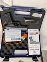 Smith & Wesson model 40VE, S&W 40 caliber semi auto NIBSuper Low Price - 3 of 11