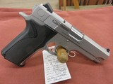 Smith & Wesson 1076