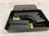 Glock 19 Gen 2 9mm handgun; good condition 784