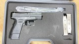 Used Springfield Armory XD-40 40 S&W Subcompact 3 Mags - 1 of 2