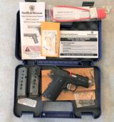 S&W 1911 PRO SERIES 45 AUTO, AS NEW, FACTORY BOX AND ACC