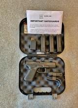 glock 19 gen 5 new 3 mags 9mm