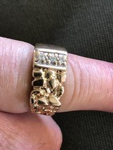 Men's Yellow Gold Nugget Ring with 3 Diamonds