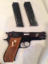"Smith & Wesson 39-2 9mm Black 6"" barrel, 2 orig mag, leather holster"