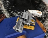 Smith and Wesson 686-1 , 2.5 Inch L-Frame .357 Mag, W/Stags - 10 of 14